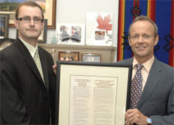 Steve Sullivan, presenting the Honourable Stockwell Day, Minister of Public Safety, with a framed copy of the Canadian Statement of Basic Principles of Justice for Victims of Crime.